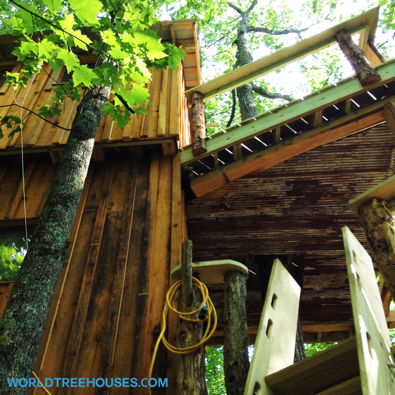 World-Treehouses-recycled-Asheville