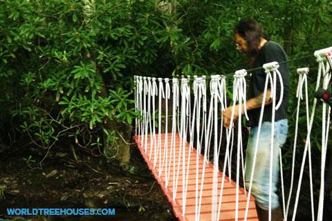 world-treehouses-bridge