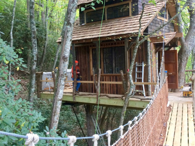 WNC treehouse builders : Panthertown Finishing Touches!