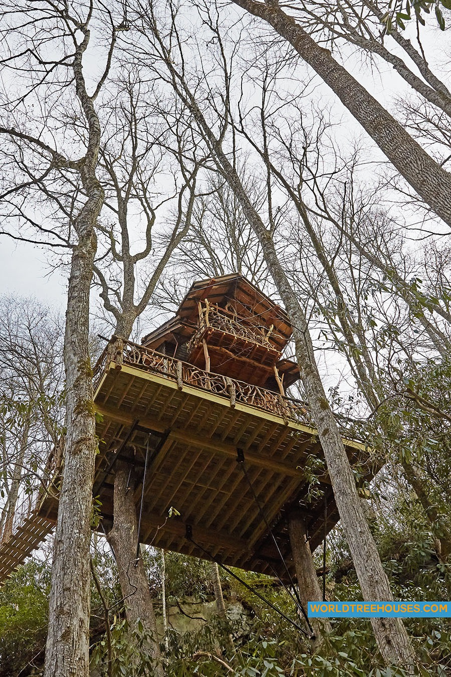 WNC treehouse builders : Panthertown treehouse – looking up up up!