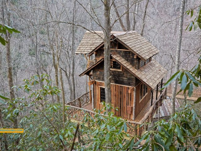 WNC treehouse builder : Wouldn't you like your own tree retreat?