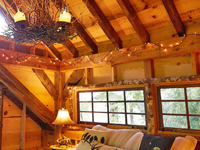 Western NC Tree House Builder: Panthertown Treehouse:  A Cozy Twinkling Interior!