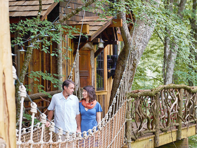 WNC treehouse builder: Panthertown Treehouse: A romantic escape amidst the trees.